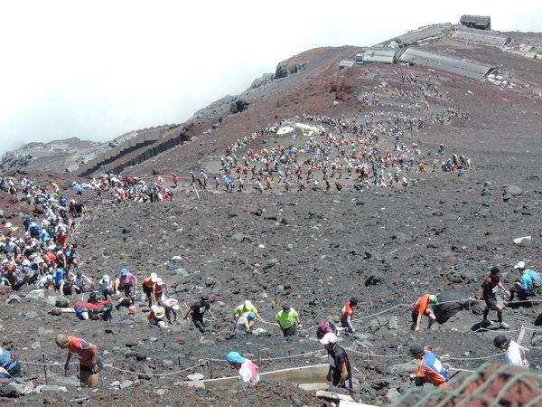 第67回(2014年)富士登山競走 頂上から撮影