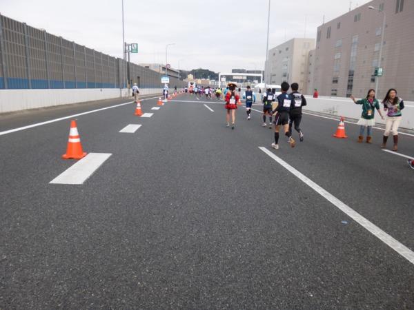 横浜マラソン2016 首都高速湾岸線(22km付近)
