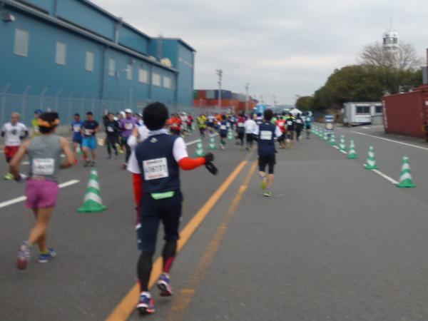 横浜マラソン2016 横浜港シンボルタワー折り返し(35km付近)