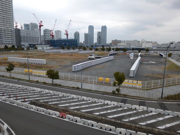 横浜マラソン2016 パシフィコ横浜の隣のトイレエリア