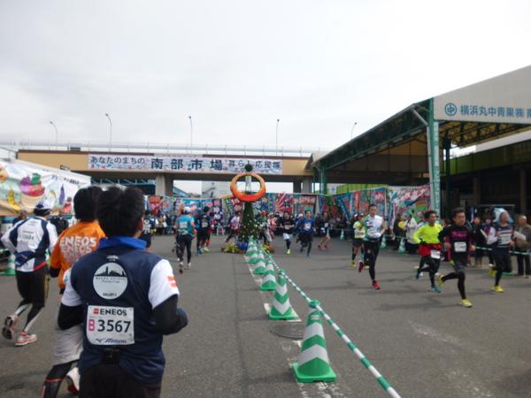 横浜マラソン2016 南部市場折り返し(20km付近)