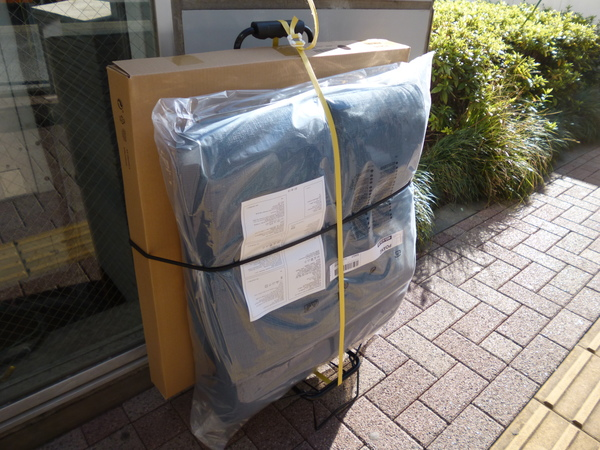 キャリーカートに載せたIKEAアームチェア
